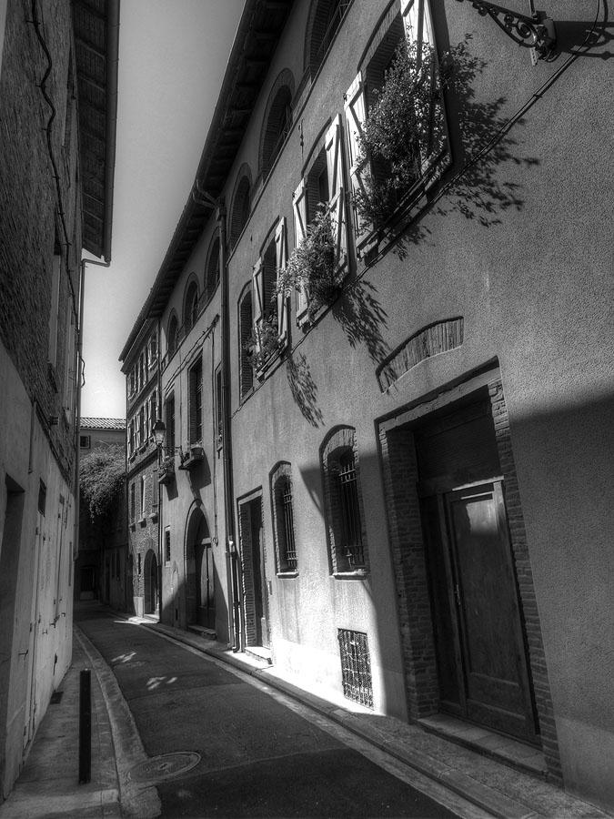 Pyrenees Trip Toulouse Back Street Near Garonne