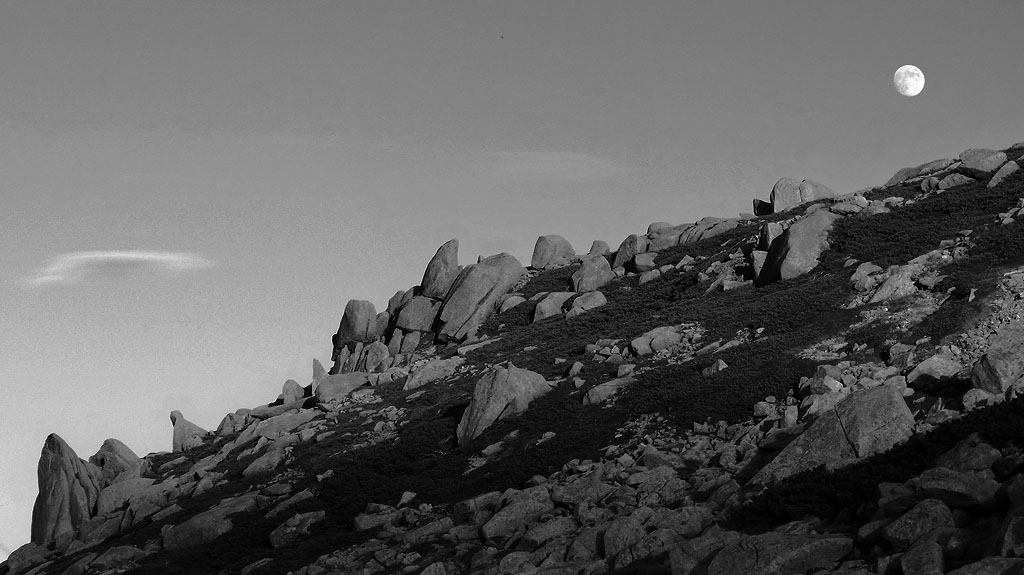 Kiso Komagatake Moonrise Rocks BW