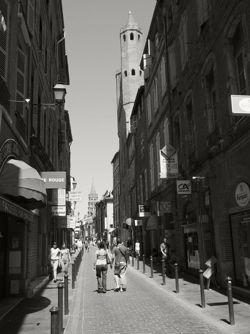 Pyrenees Trip Toulouse Rue de Taur Couple