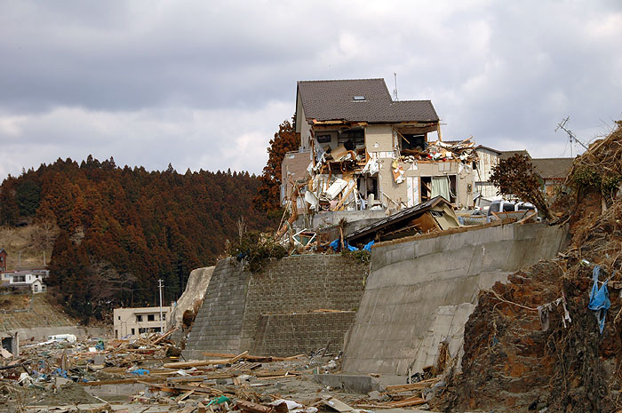 tsunami smashed house on top of 4 meter bluff
