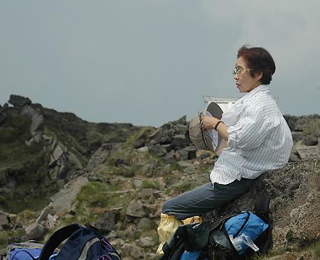 Oku-Shirane elder walker 2