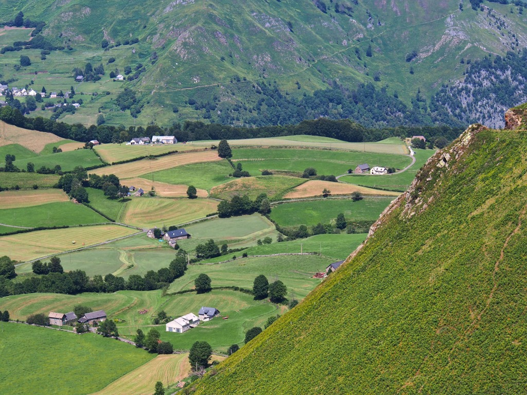 D'Aspe Valley Foothills